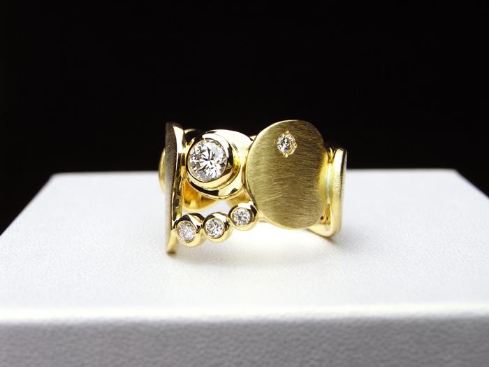 ダイヤモンドとゴールドのエンゲージリング