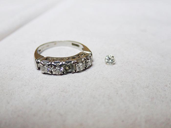 石が外れてしまった指輪の修理